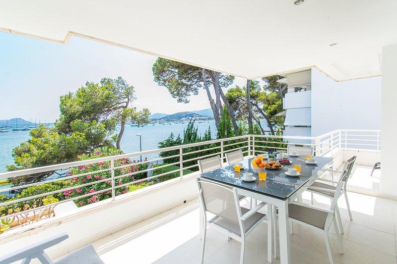 FIRST LINE AP. ISABELA LOCATION IN PINE WALK WITH INCREDIBLE SEA VIEW SLEEPS 6, aluguéis de temporada em Formentor