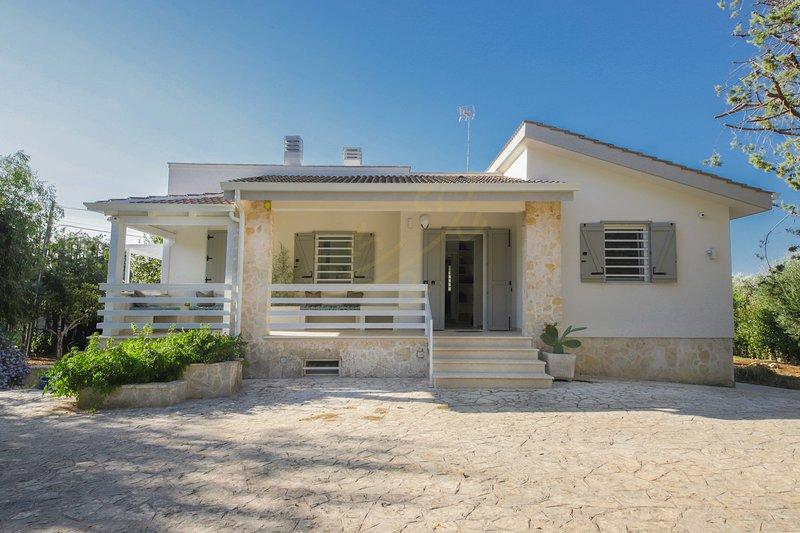 VILLA CAVUZZI, holiday rental in Cozzana