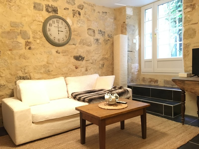 MAISON CENTRE VILLE D' EYMET POUR 5 PERSONNES, holiday rental in Eymet