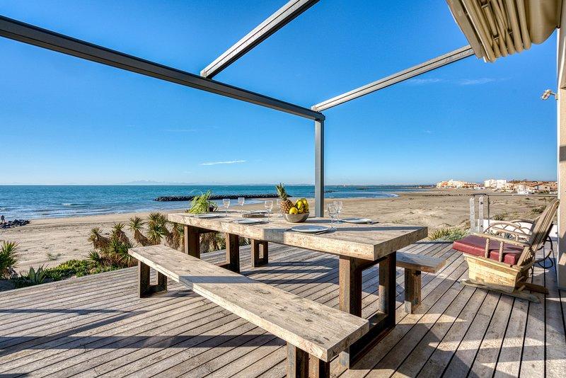 VILLA ATHENA - 400 m², sur la plage, holiday rental in La Tamarissiere