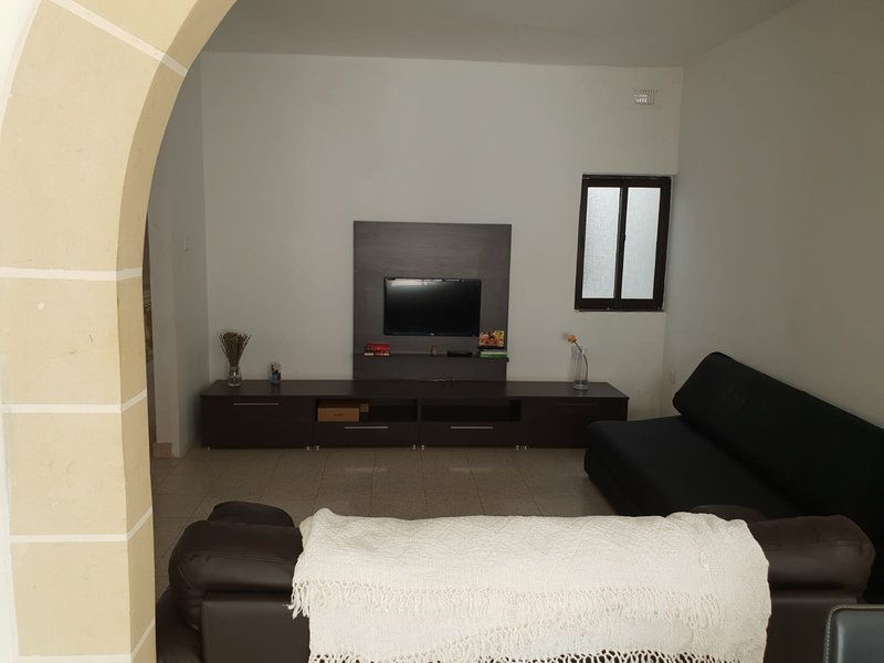 Private Room with Private Bathroom, vacation rental in San Gwann