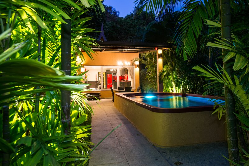 Red Sunset Villa Private Pool Hotel Managed, vacation rental in Trat