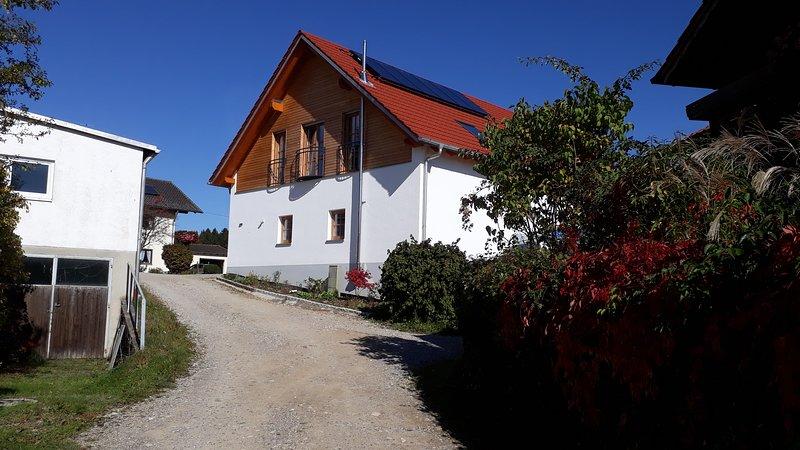exklusive Ferienwohnung auf dem Landhof Sedllmair in Gilching - Geisenbrunn, holiday rental in Feldafing