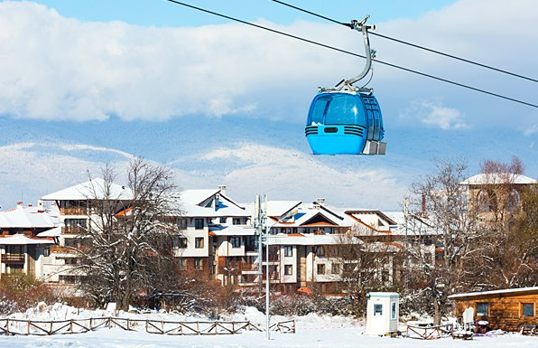 Bansko - 60 metre walk to Gondola with views over to ski run - Sleeps 11, vacation rental in Bansko