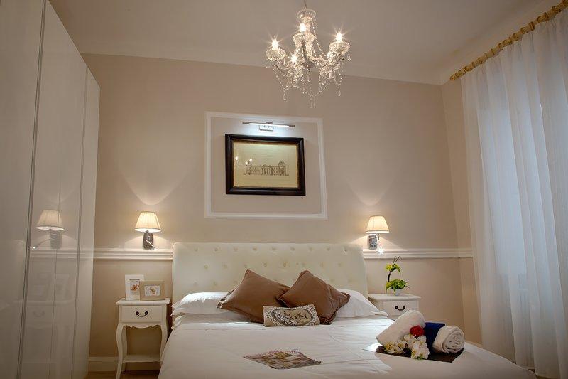 WHITE IRIS FLORENCE APARTMENT Double bed