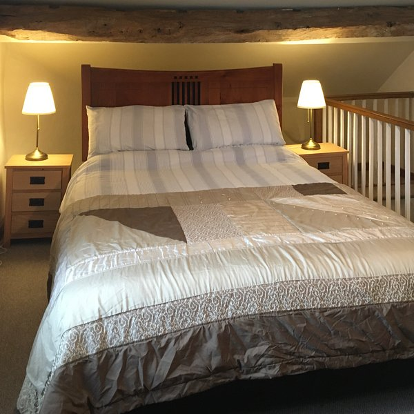 Bank House Holiday Apartment - Sleeps 2 - Peak District - Pets Welcome, vacation rental in Dorrington