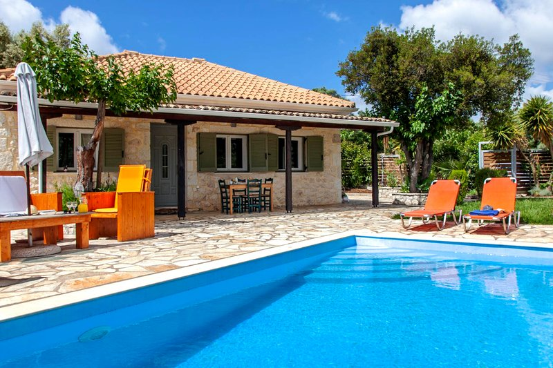 Fterno Villa Sleeps 2 with Pool Air Con and WiFi - 5827528, vacation rental in Fterno
