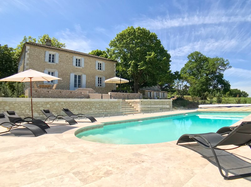 Saint-Capraise-d'Eymet Chateau Sleeps 14 with Pool and Air Con - 5827026, vacation rental in Saint Julien d'Eymet