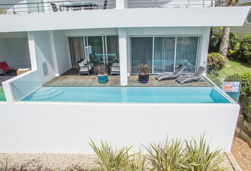 Vale do Garrao Apartment Sleeps 4 with Pool Air Con and WiFi - 5826651, holiday rental in Vale do Garrao