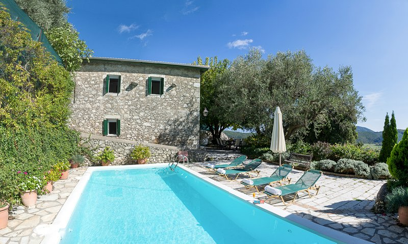 Pigadisanoi Villa Sleeps 8 with Pool and Air Con - 5826639, casa vacanza a Vafkeri