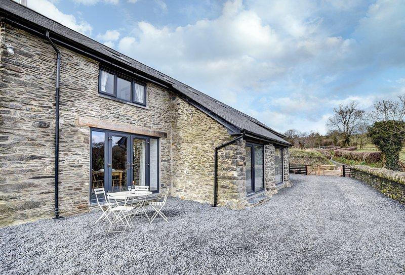 Darowen Villa Sleeps 10 - 5816619, vacation rental in Llanbrynmair