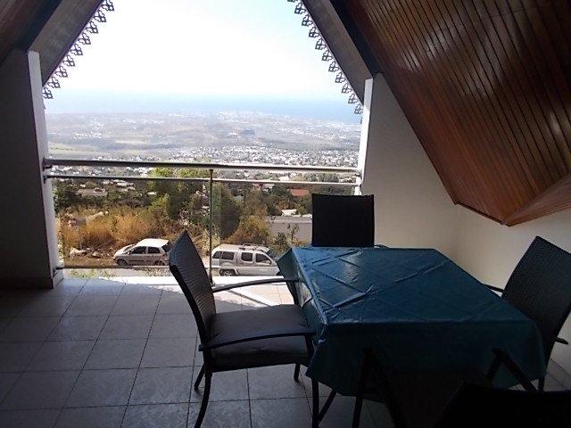 Beautiful apartment with sea view, location de vacances à Bois de Nefles