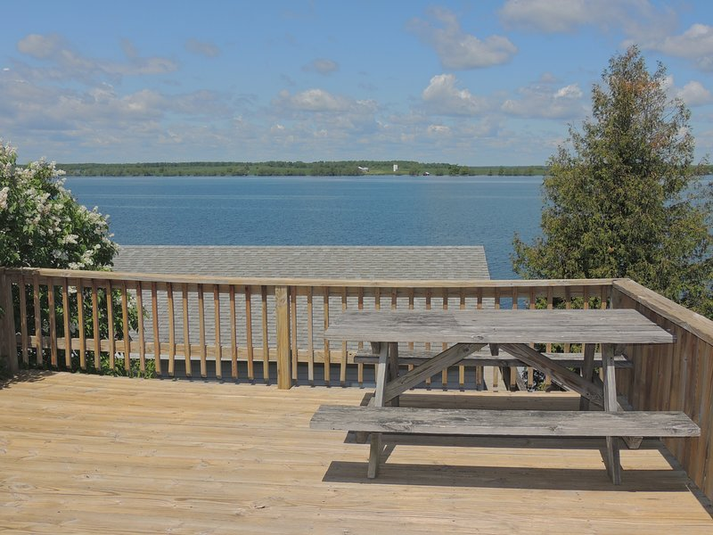 Cozy water view 2 bedroom/1 bath cottage #4, holiday rental in Sackets Harbor