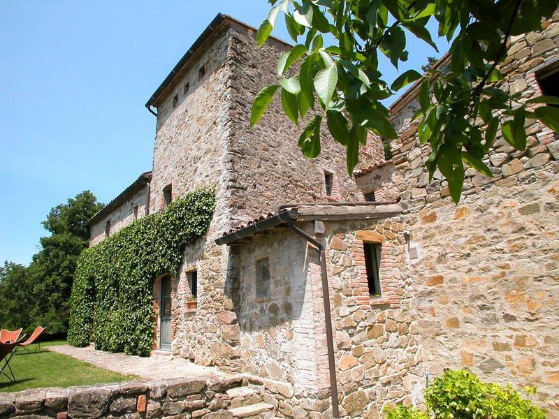 Castiglioncello del Trinoro Villa Sleeps 10 with Pool - 5826210, alquiler vacacional en Contignano