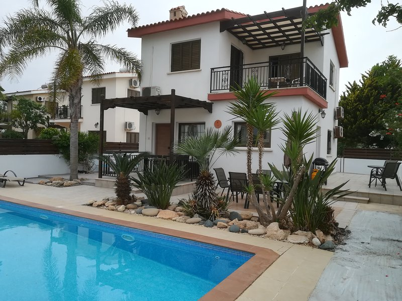 Villa - with Private Pool Quiet cul de sac location Free Wifi, 200m from the sea, holiday rental in Sotira