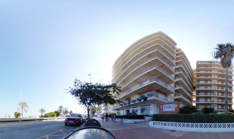 Preciosos Apartamentos Caracola en La PRIMERA LINEA  de Playa de Gandia, holiday rental in Grau i Platja