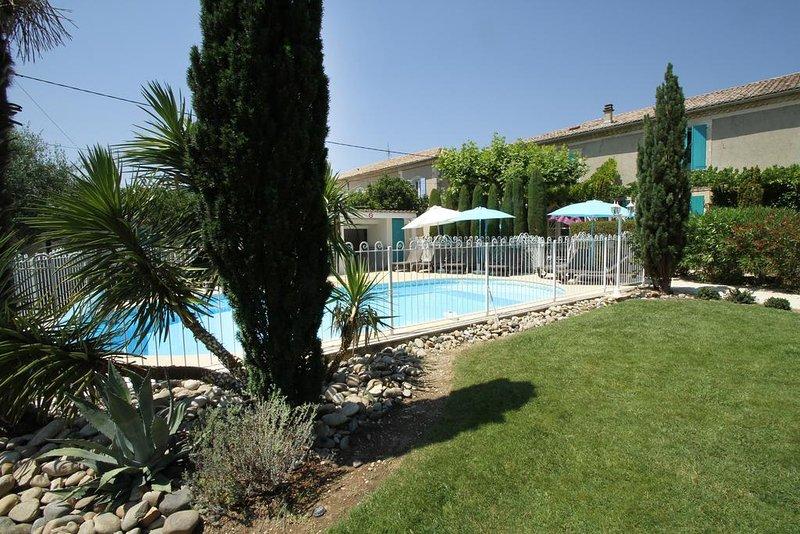 Amazing studio with shared pool, location de vacances à Suze-la-Rousse