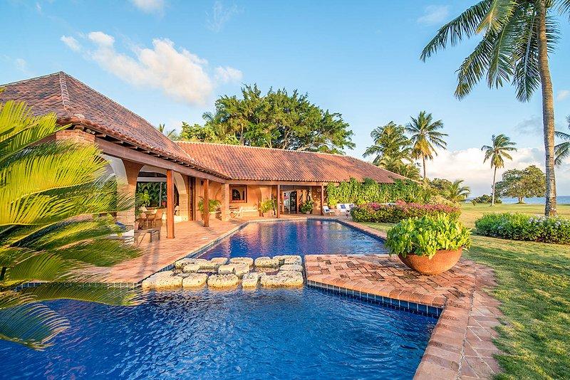 Las Minas Villa Sleeps 8 with Pool and Air Con - 5814246, location de vacances à Altos Dechavon
