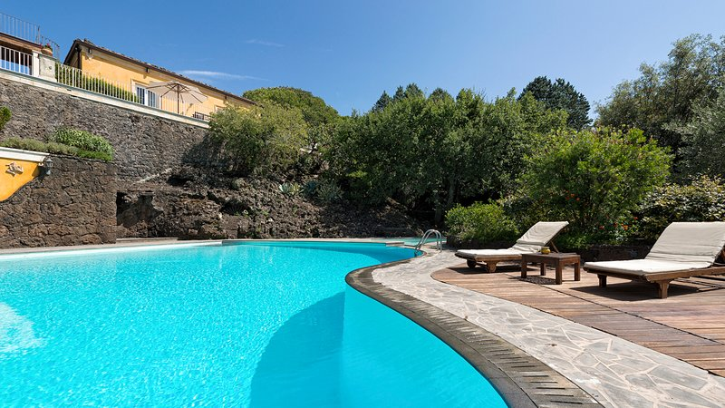 Ragalna Villa Sleeps 6 with Pool - 5825583, holiday rental in Ragalna