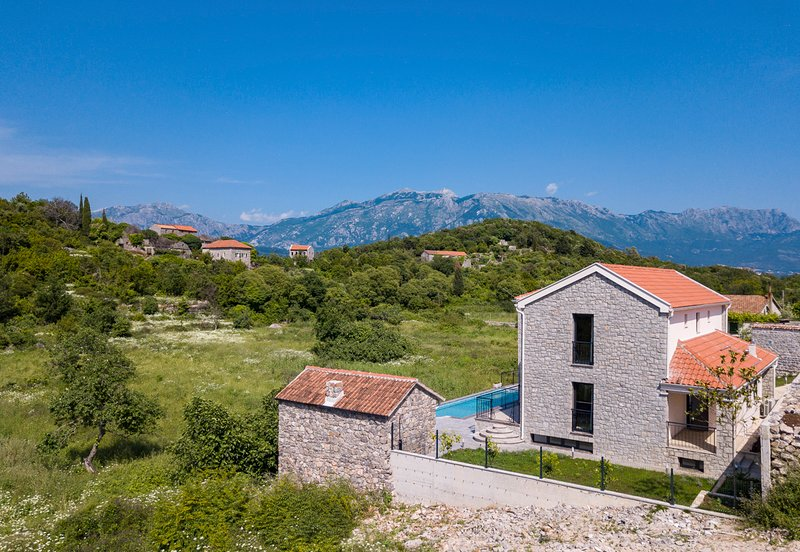 Durasevici Villa Sleeps 8 with Pool and Air Con - 5825382, holiday rental in Krasici
