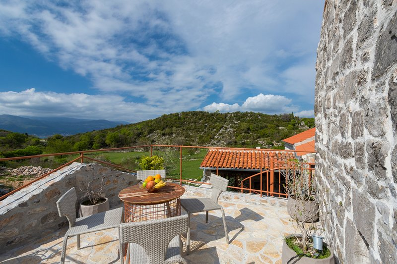 Durasevici Villa Sleeps 6 with Pool and Air Con - 5825381, holiday rental in Krasici