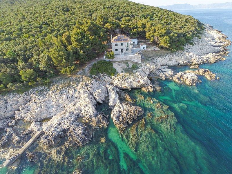 Brovinje Villa Sleeps 8 - 5825380, alquiler de vacaciones en Viskovici