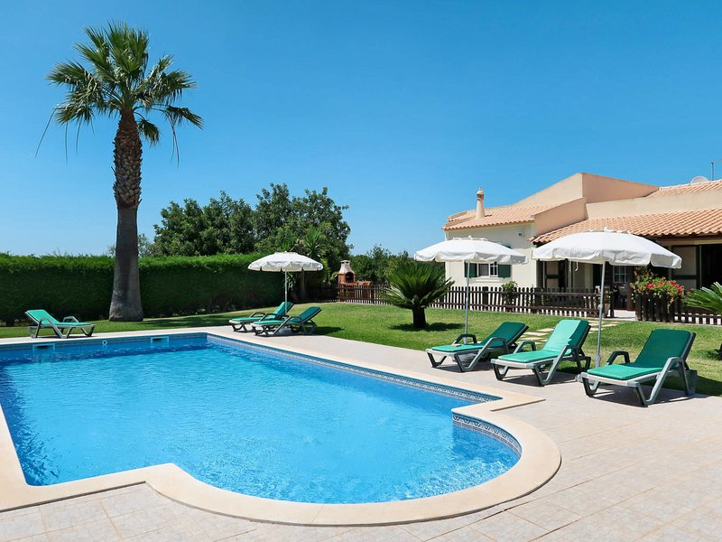 Carrasqueiro Villa Sleeps 7 with Pool and Air Con - 5825377, holiday rental in Paderne