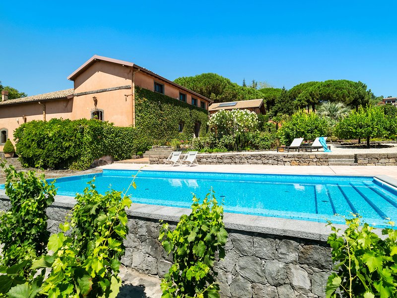 Cozzarelle Villa Sleeps 8 with Pool and WiFi - 5825494, holiday rental in Pedara
