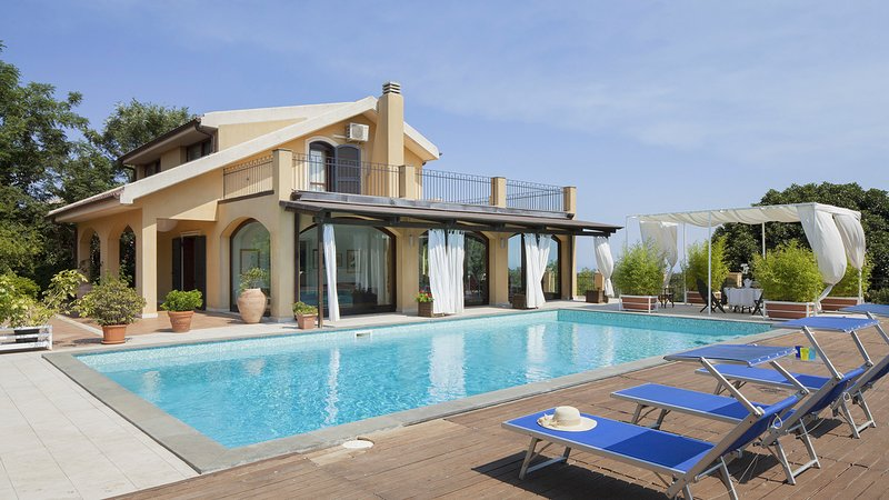 Sant'Agata Li Battiati Villa Sleeps 6 with Pool and Air Con - 5825371, vacation rental in Tremestieri Etneo