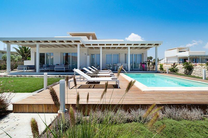 Reitani Villa Sleeps 6 with Pool and Air Con - 5825320, holiday rental in Reitani