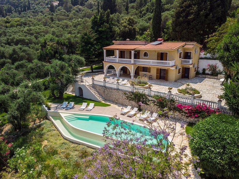 Komianata Villa Sleeps 10 with Pool and Air Con - 5825068, holiday rental in Dafnata