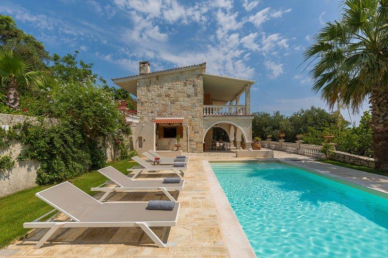 Komianata Villa Sleeps 10 with Pool and Air Con - 5825066, holiday rental in Dafnata