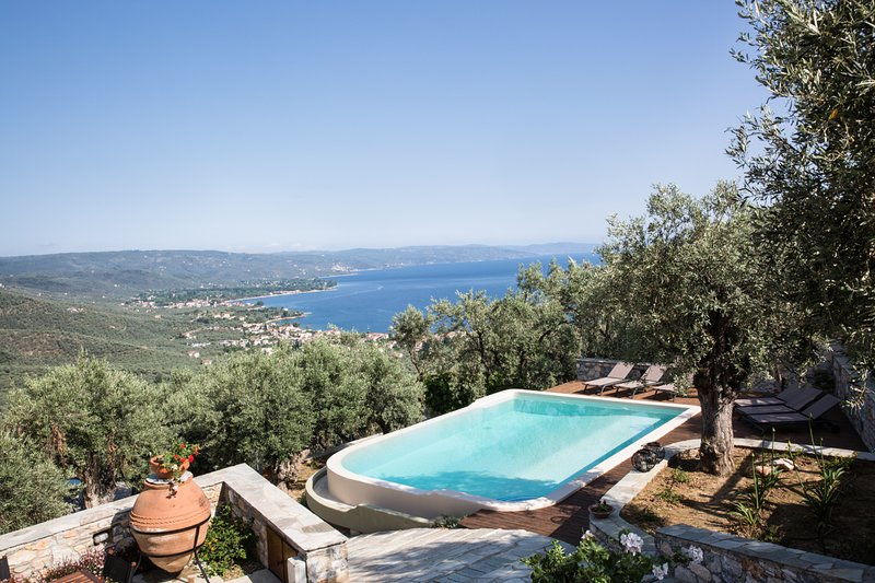 Ano Gatzea Villa Sleeps 8 with Pool and Air Con - 5825056, aluguéis de temporada em Ano Lechonia