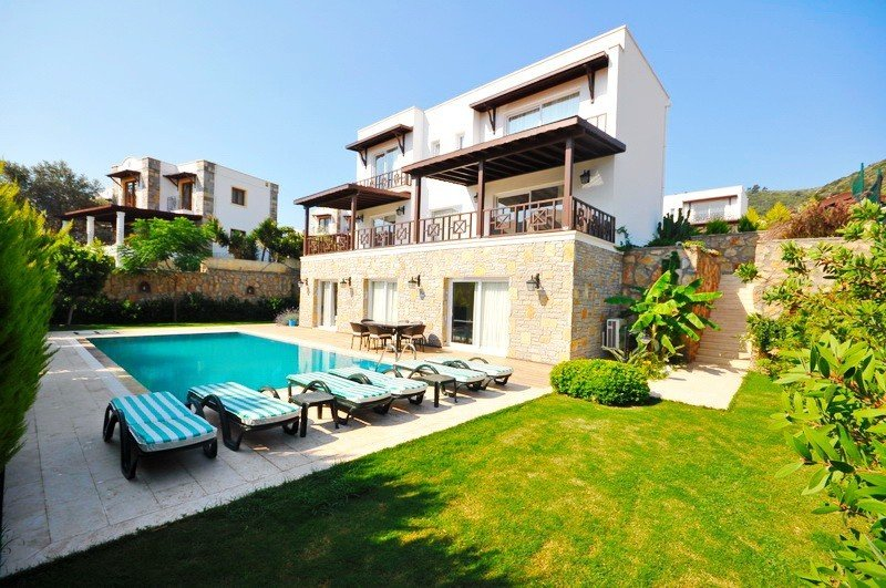Bodrum Villa Sleeps 10 with Pool Air Con and WiFi - 5824918, vacation rental in Torba