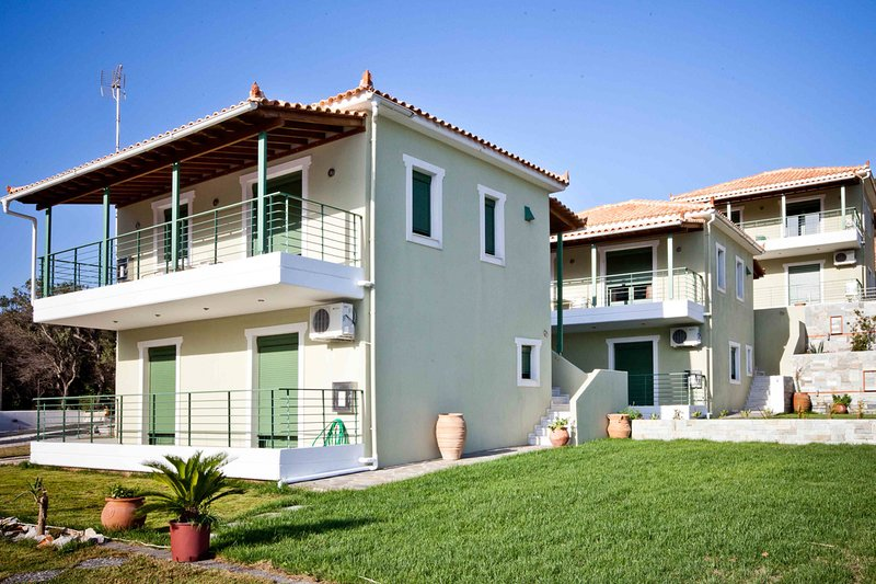 Aselinos Villa Sleeps 6 with Pool and Air Con - 5824904, location de vacances à Troulos
