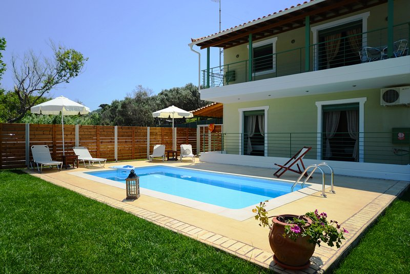 Aselinos Villa Sleeps 6 with Pool and Air Con - 5824903, holiday rental in Troulos