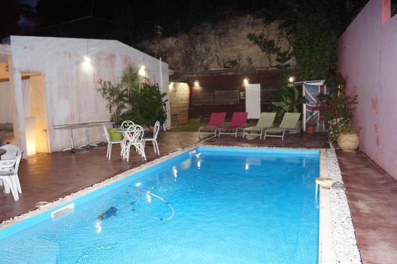 Nice apt with pool access & terrace, vakantiewoning in Pointe-à-Pitre