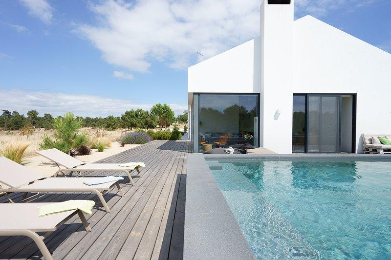Livramento Villa Sleeps 10 with Pool and Air Con - 5822714, holiday rental in Joao do Estoril