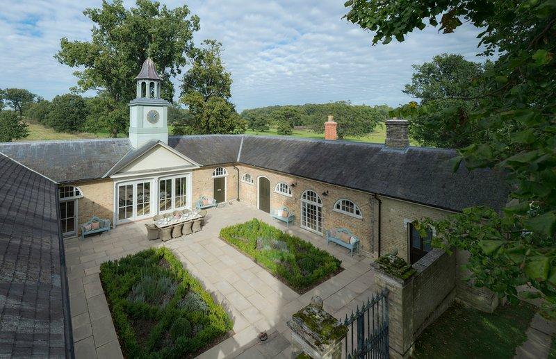 Sibton Villa Sleeps 8 with Pool - 5822709, holiday rental in Bramfield