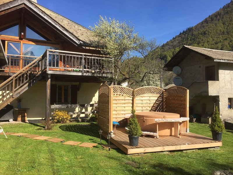 Big apartment with terrace & Wifi, holiday rental in La Cote-d'Arbroz