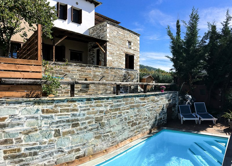 Agios Georgios Nileias Villa Sleeps 6 with Pool - 5822418, aluguéis de temporada em Ano Lechonia