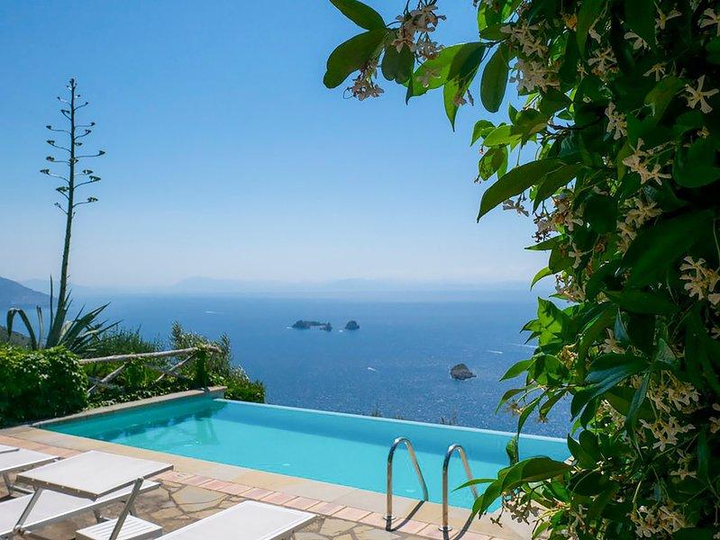 Sant'Agata sui Due Golfi Villa Sleeps 6 with Pool and Air Con - 5822416, aluguéis de temporada em Metrano