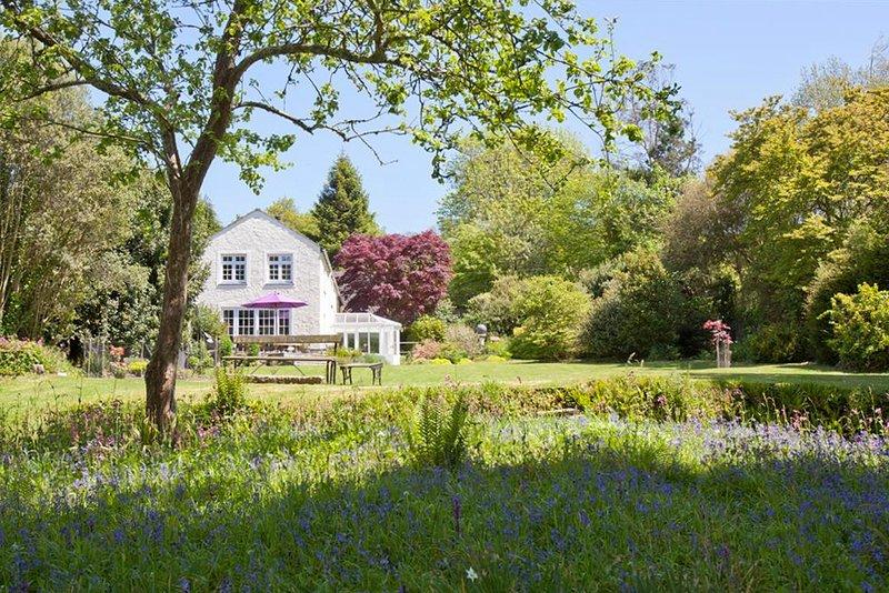 Lerryn Villa Sleeps 8 - 5820424, location de vacances à Lerryn