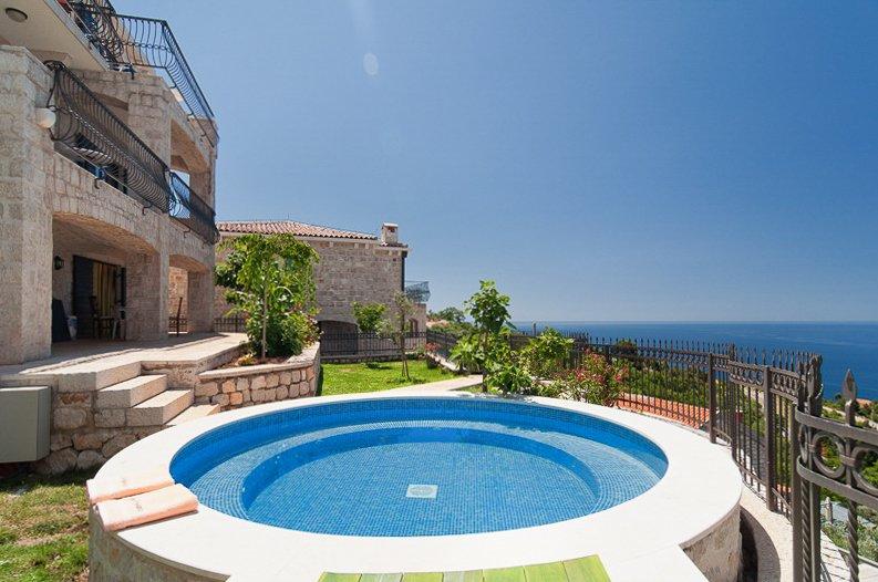 Rijeka Rezevici Villa Sleeps 4 with Pool and Air Con - 5820418, alquiler de vacaciones en Rezevici