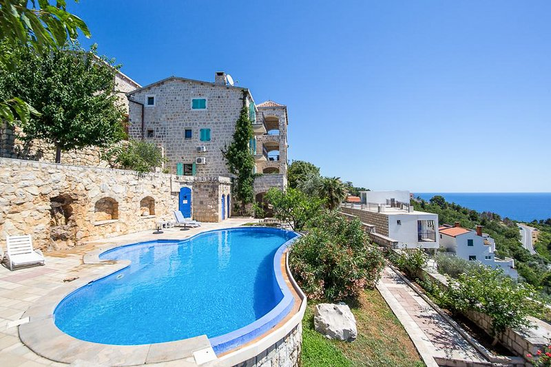 Rijeka Rezevici Villa Sleeps 4 with Pool and Air Con - 5820417, holiday rental in Katun