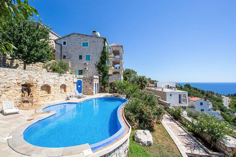 Rijeka Rezevici Villa Sleeps 4 with Pool and Air Con - 5820417, alquiler de vacaciones en Rezevici