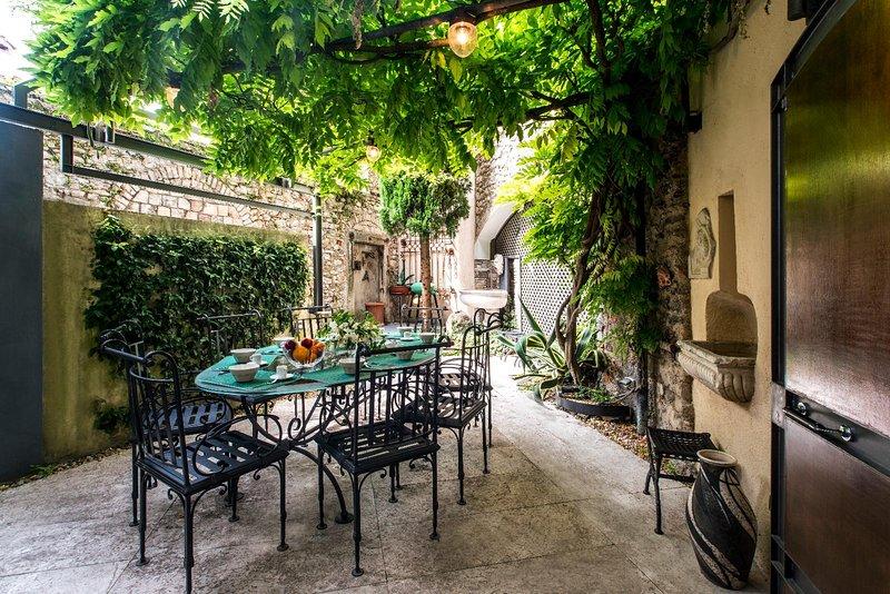 Villa Glicine, holiday rental in Gardone Riviera