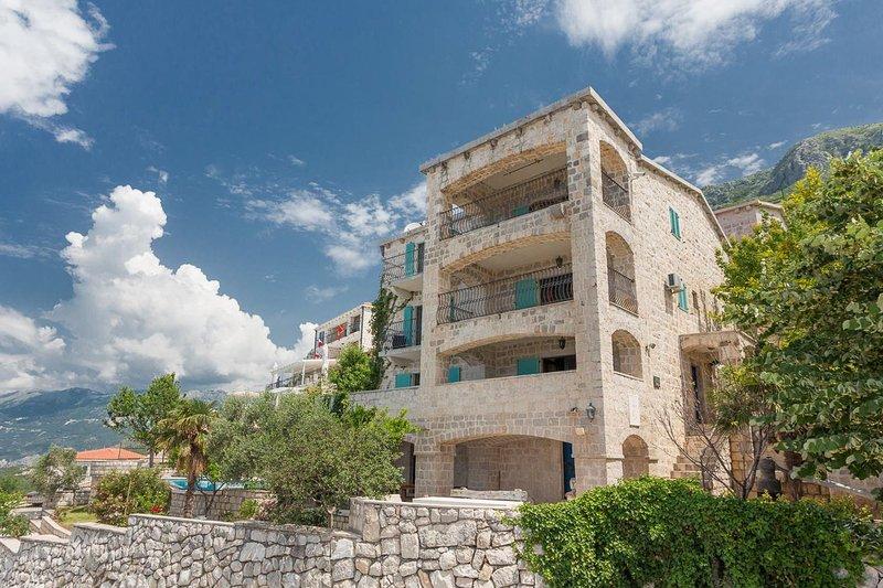 Rijeka Rezevici Villa Sleeps 4 with Pool and Air Con - 5820359 – semesterbostad i Rezevici