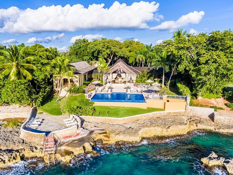 El Caleton Villa Sleeps 10 with Pool and Air Con - 5819939, vacation rental in Cumayasa