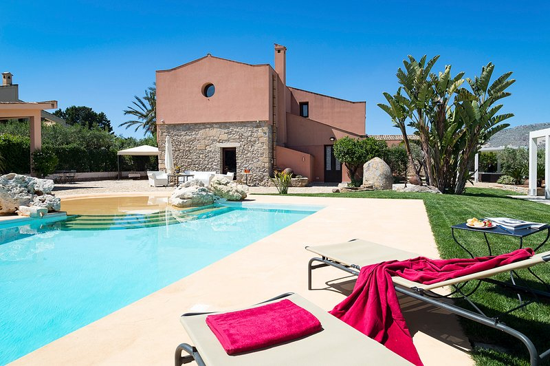 Passo Casale Villa Sleeps 16 with Pool and Air Con - 5819804, vacation rental in Ballata